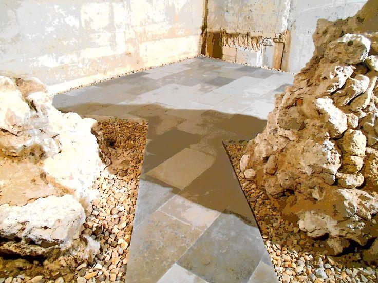 Hueco abierto en la estructura del anfiteatro para facilitar el paso. El tamaño del anfiteatro era similiar al de la actual plaza mayor de Leon.