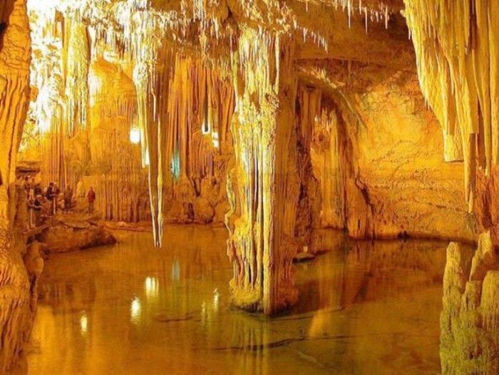 8. The crystal stalactites and columns in Mammoth Cave can give visitors the feel of stepping into a fairy land. The lights bounce off the crystals in a glittering array.