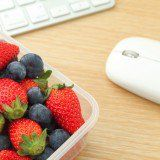 10 Ways to Eat Better at Work and get your day to a good start.