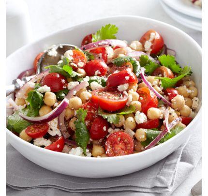 Salade de pois chiches, tomates, oignons rouges, coriandre et feta