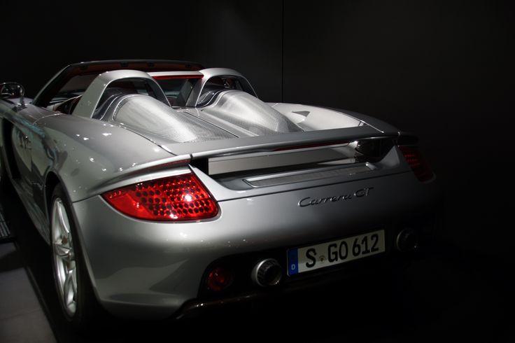 Porsche Carrera GT, fotografiert mit Sony Alpha 65, 1/25 - F 5.0 - ISO 200, im Porsche Museum Stuttgart.