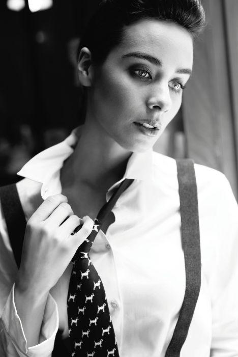 Esmeralda Pimentel demuestra que detrás del estilo andrógino existe una feminidad atrevida. ¡No te pierdas InStyle octubre! #InStyleOctubre #2014 #Fashion