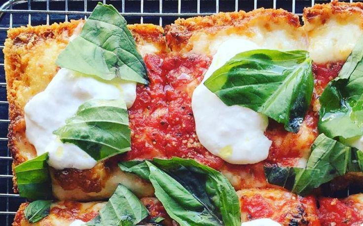 Niets mis met diepvriespizza – snel en lekker! – maar met enkele verse toppings kan je van dit bescheiden avondmaal een heerlijke pizza maken die niet zou misstaan in een gourmetrestaurant. Deze 7 tips maken je diepvriespizza to die for.