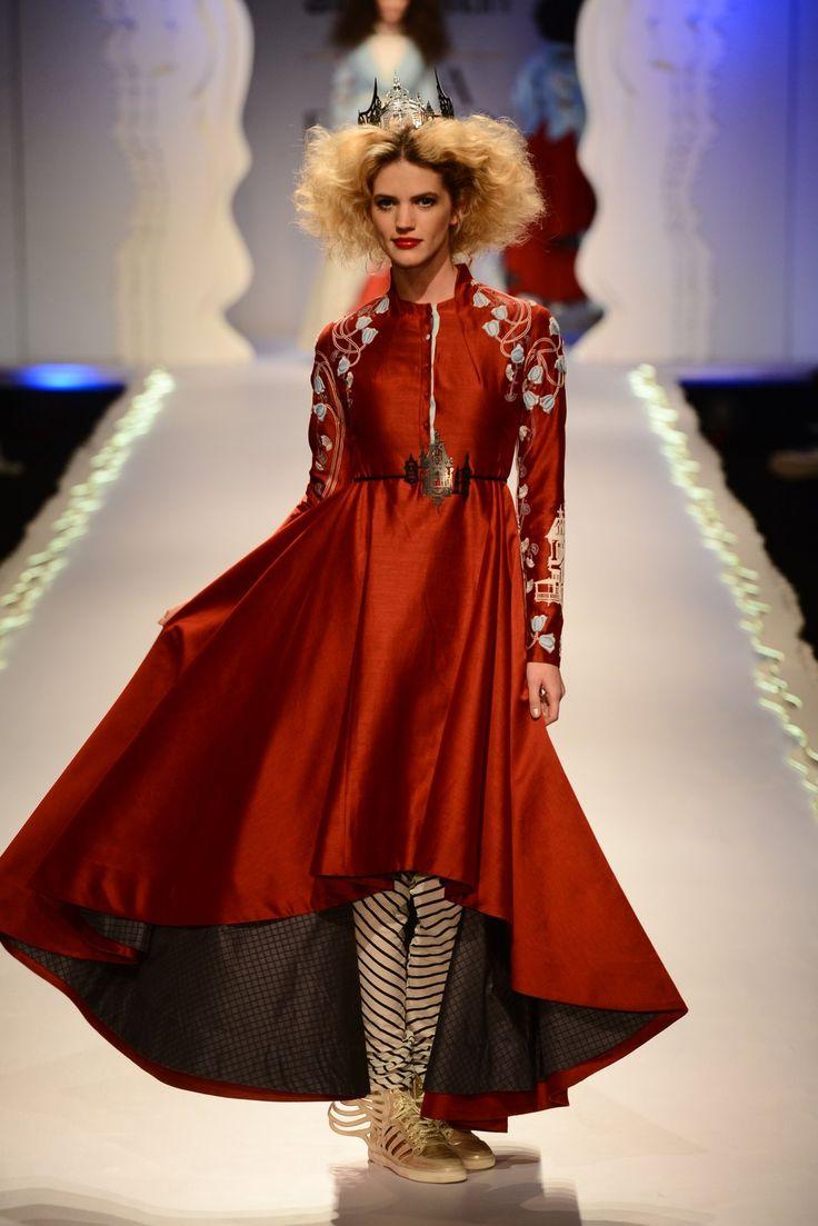 Anju Modi's designs were magnificent at the Amazon India Fashion Week.  Shop at: http://www.perniaspopupshop.com/designers/anju-modi #fashionweek #amazonindia #2015 #autumnwinter