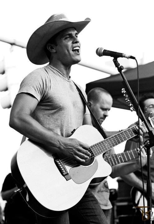 Dustin Lynch...looks and sounds just as good in person