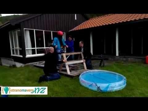SCHERZO - Un deficiente crede di fare Bungee Jumping bendato... e invece... - http://www.stranomavero.xyz/cose-pazze/scherzo-un-deficiente-crede-di-fare-bungee-jumping-bendato-e-invece.html