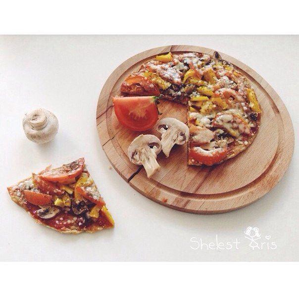 Пицца ПП Основа- яичноовсянная (рецепт приготовления следует из названия) лепёшка, остальное по вкусу :)
