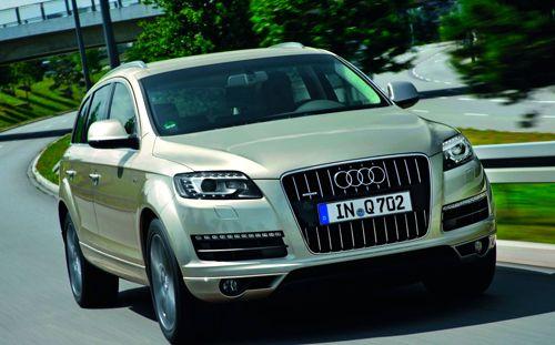 El Audi Q7 continúa con packs y series especiales por precios rebajados | QuintaMarcha.com En la gama del Audi Q7 se siguen comercializando la serie especial Advance Edition y el paquete Premium, con ventajas económicas para el cliente. Además, se amplía el equipamiento básico del SUV alemán.