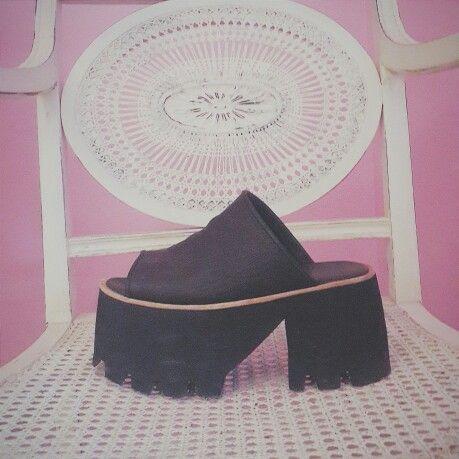 AMOR PURO ♡ Te vas a morir con las Xuxa Vip negras en cuero! No dejes de pasar a probarlas ♡ #sofiadegrecia #fashion #style