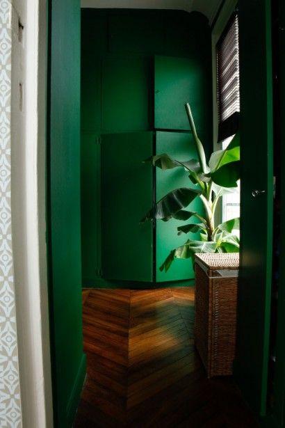 Le choix des couleurs fortes pour cet appartement parisien
