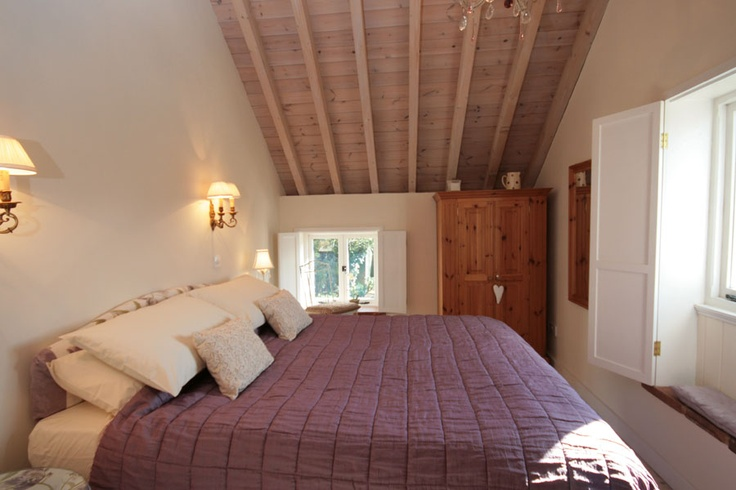 Lavender Cottage, Hindringham, Norfolk - very pretty Flint cottage in a secluded position, close to North Norfolk coast & market towns of Holt and Fakenham. Very high spec and comfortable home from home.  Traditional cottage feel but also flooded with light. From £360.00 pw. Sleeps 4.