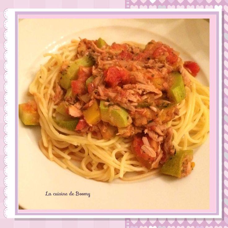 La recette parfaite pour les soirs de grande flemme ou lorsque nous sommes pressés. Pour changer de la sauce tomate traditionnelle, une sauce colorée et originale aux légumes. Agrémentée d'un peu de parmesan c'est un délice ! Pour 5 pers / 6 pp par pers...