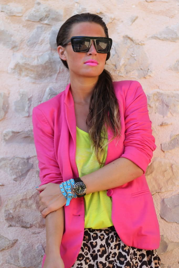 Neon neon neon: Fashion, Style, Color, Neon, Outfit, Pink Lips, Leopards Prints, Animal Prints, Pink Blazers