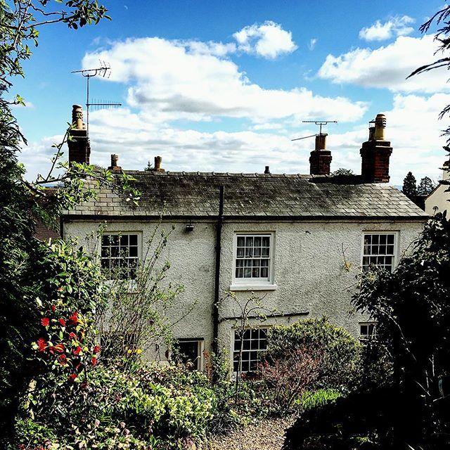 New favourite pastime: spying on picture perfect cottage gardens while wandering through town. 😍🌷🏡  .  .  .  #malvern #worcestershire #visitbritain #visitengland #englishlife #uklife #cottagegarden #englishgardens #lifeabroad #livingabroad #explore #exploremore #exploringtheglobe #wanderer #wanderlust #prettylittletrips #darlingescapes #thetraveltribe #thetravelwomen #getoutdoors #smalljoys #garden #housegoals #lovewhereyoulive #wattleandash
