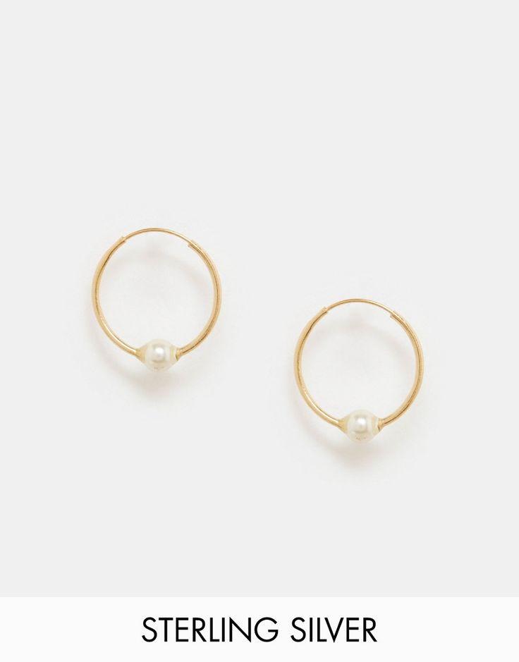 Immagine 1 di ASOS - Orecchini a cerchio da 12 mm in argento sterling placcato oro con perla piccola