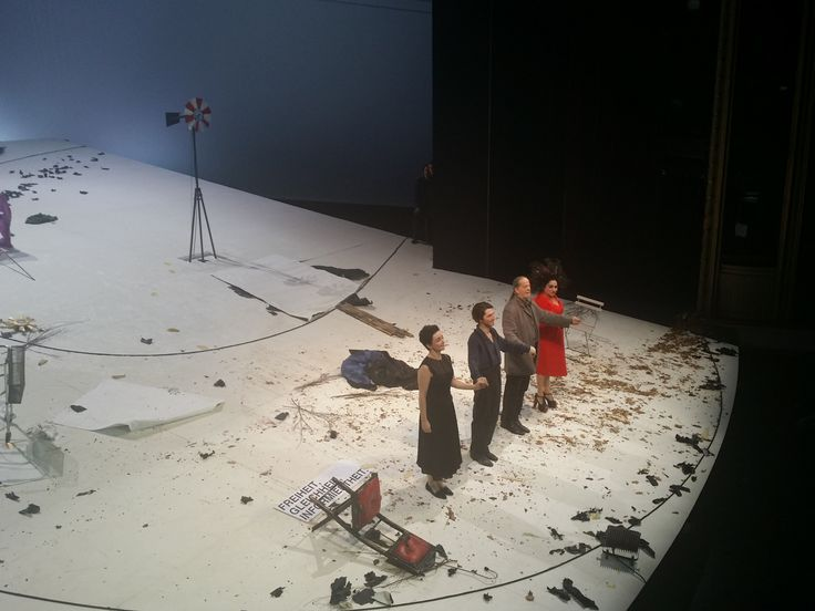 """Handke's """"Die Unschuldige"""" @ Burgtheater 2016. v.l.n.r.: Regina Fritsch, Christopher Nell, Martin Schwab, Maria Happel"""