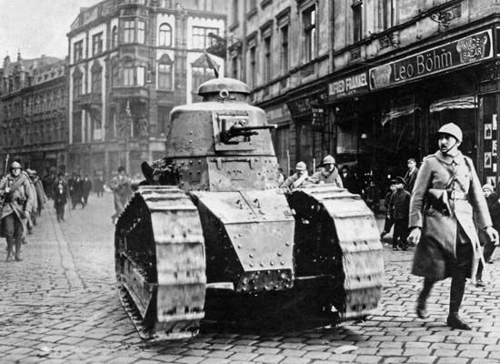 French tanks and soldiers in the streets of Katowice, Pol., during one of the Silesian uprisings, 1919–21.