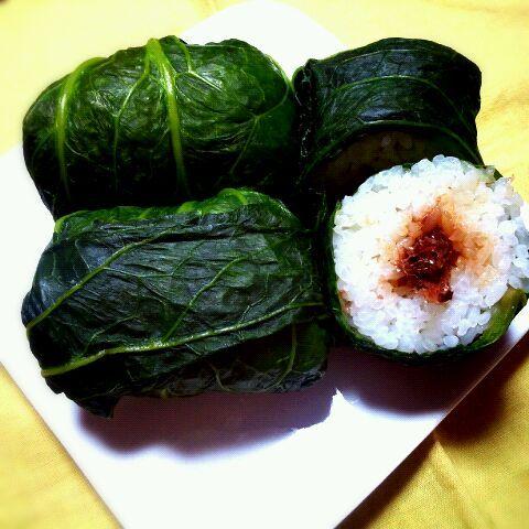 朝ごはんに。学生の頃、和歌山にいて、帰阪するたび食堂のオバチャンが持たせてくれた思い出の味。寿司といっても、おかかおにぎりを高菜で巻いてます。 - 76件のもぐもぐ - めはりずし by reiconcon