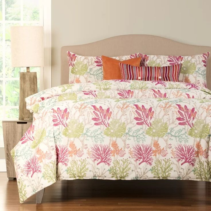 Tropical Palm Tree Bedding! Discover the best palm tree and tropical themed bedding sets, comforters, quilts, and duvet covers.