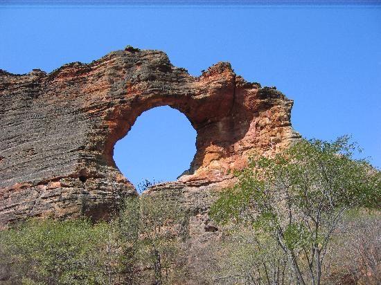 Serra da Capivara National Park, Sud-est de Etat du Piaui – Communes de Sao Raimundo Nonato, Sao Joao do Piaui et Canto do Butriti, Brazil. Inscription 1991. Criteria: (iii)