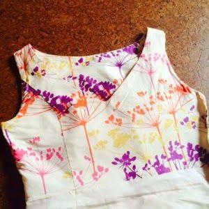 Tip om het beleg van de top goed te krijgen.  Dit kleedje staat al even lp mijn verlanglijstje.  Ik heb la maison victor al, nu nog tijd om te naaien....