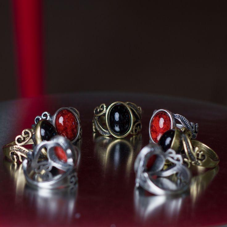 Anel Pedra Preta e Vermelha! #pedravermelha #pedrapreta #anel #aneis #pedra #color #dark #amo #muito #acessorios #fashion #moda #style #estilo