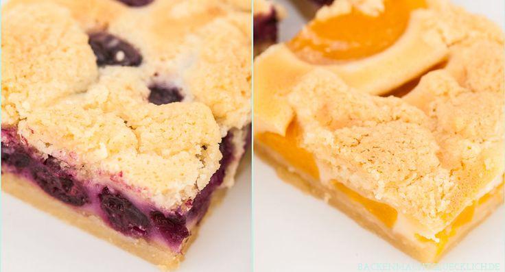 Eines der leckersten Streuselkuchen-Rezepte überhaupt: Sommerlicher Blechkuchen mit Schmandcreme und vielen Früchten wie Kirschen, Aprikosen oder Blaubeeren