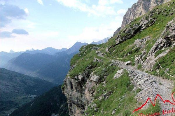 Il Sentiero Dino Icardi è un sentiero escursionistico ad anello che si sviluppa in alta Valle Maira, nel Comune di Acceglio, dedicato a Dino Icardi, alpinista della Valle Maira.