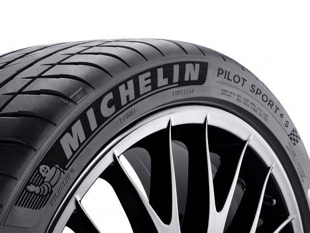 Michelin Pilot Sport 4 tyre has been named Best Car Tyre 2016/2017 in Auto Express review. Image source: www.autoexpress.co.uk