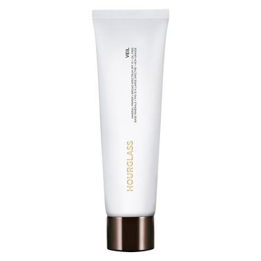 This satin-finish, oil-free mineral primer creates a porcelain-smooth complexion, that will give your foundation longevity like no other whilst minimising shine and protecting against sun damage.