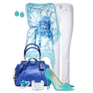 С чем носить бирюзовые туфли: белые джинсы, туника с голубым принтом, синяя сумка