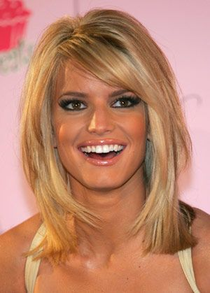 More of Jessica Simpson's short hair. Love it!!