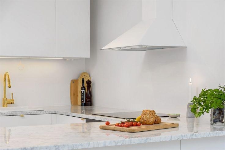 Ikke vær redd for å bruke marmor på kjøkkenet...syd-europeisk tradisjon i mange hundre år som speiler livet som har vært levet i boligen