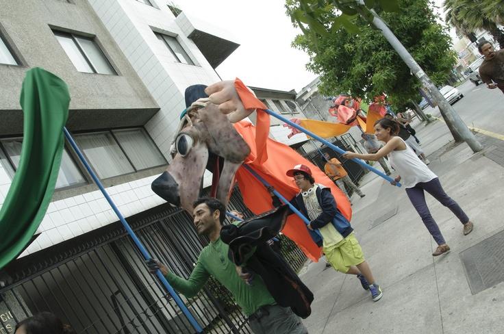 Pasacalles taller de títeres gigantes, fotografía Claudio Quiroz
