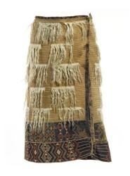 Kahu koati (goat-hair cloaks) exemplify how innovative Māori weavers adopted new European materials for their own purposes. When the prized kurī (Pacific dog) became extinct in the mid to late 1800s, Māori weavers could no longer make prestigious kahu kurī (dog-skin cloaks). But discovered recreate the luxurious look of these cloaks with mohair from angora goats, which were introduced to New Zealand in 1867, sometimes also hair from wild goats, brought by British explorer James Cook in 1773.