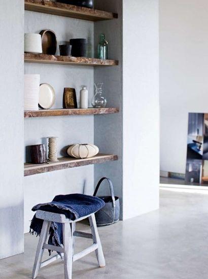 handige boekenkast in kleine nis, landelijke stijl
