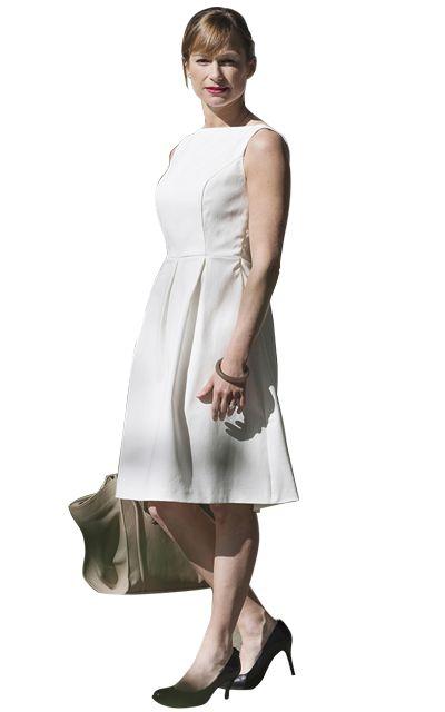 Promenez-vous cet été – et lors des saisons qui vont suivre – avec cette robe particulière, pourvue d'un élégant décolleté dans le dos. La June Dress, à l'allure fifties, mettra en valeur votre silhouette. Un must pour votre garde-robe !