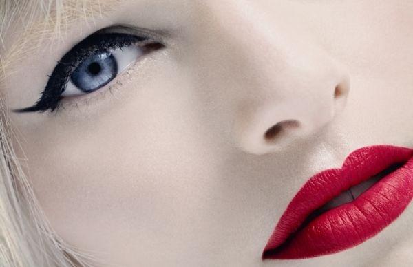 Trucco da red carpet con eyeliner nero e rossetto rosso - MarieClaire