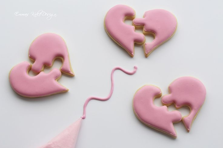 Emmas KakeDesign: Recipe and procedure for making the perfect royal icing for outlining, flooding and 20 second Royal icing for you sugar cookies. www.emmaskakedesign.blogspot.com