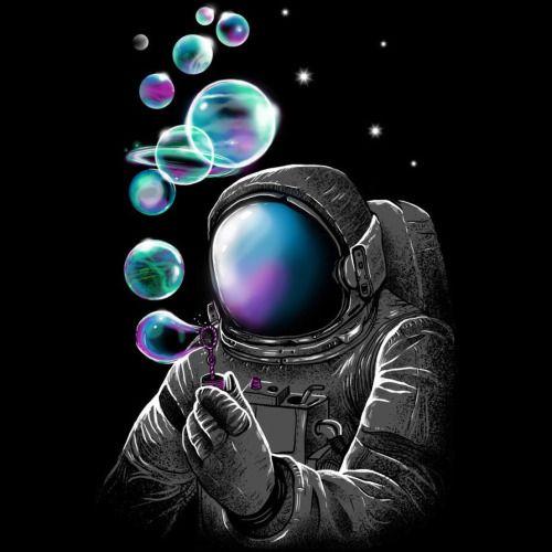Astronauta haciendo burbujas.  Astronaut making bubbles.