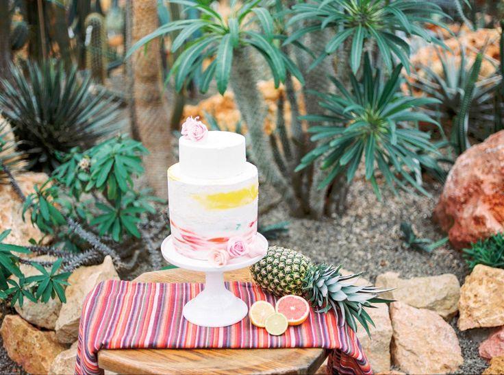 Cinco de Mayo #weddingcake! Check out the whole blog @ http://www.zwartfotografie.nl/bruidsfotografie/cinco-mayo-styled-shoot-mexicaans-thema/