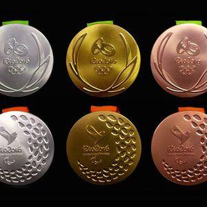 東京五輪のメダルはスマートフォンをリサイクルして製造か
