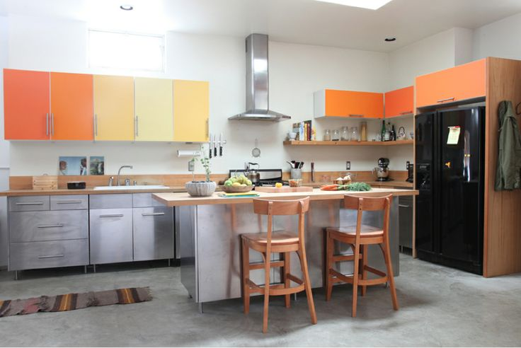 Harlig kitchen cabinets w PANYL in various colors covering the cabinet