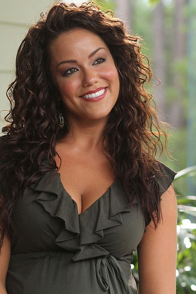 Katy mixon is victoria from mike and molly what a smile mike amp molly