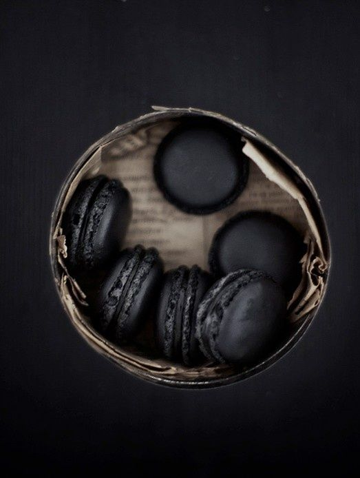 Black macaroon - quince with sugar