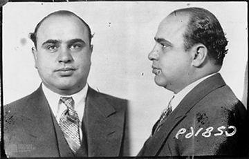 Foto segnaletica di Al Capone, mandante della Strage di San valentino del 1929