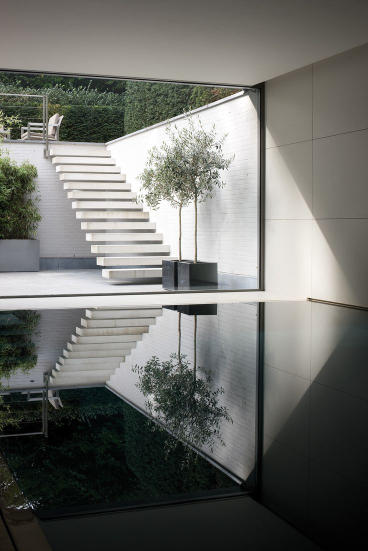 house vs - bataille + ibens - ext stair