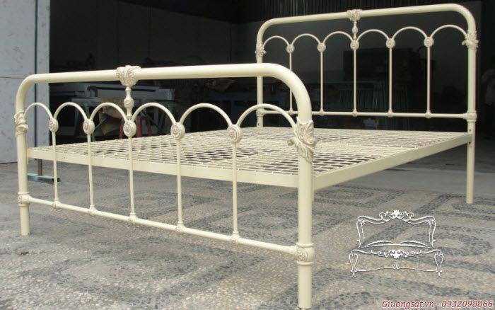 Giường đôi bằng sắt nghệ thuật CARTAGENA sang trọng với vẻ đẹp vượt thời gian http://www.giuongsat.vn/giuong-sat-phu-cuong/giuong-sat-doi/giuong-sat-nghe-thuat-cartagena.html