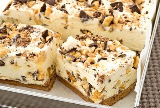 Παγωμένο γλυκό με ζαχαρούχο γάλα και σοκολάτα με 4 υλικά, χωρίς ψήσιμο