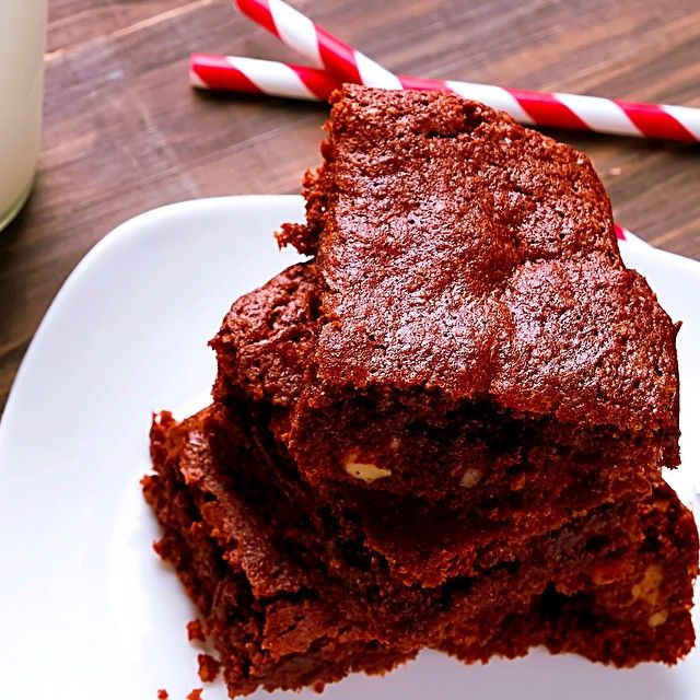 These brownies are part of Ditch the Diet Online Bootcamp and they are one of my favourite recipes to make (and eat) because they're ✅ Healthy ✅ Totally guilt free ✅ Sooooo yummy!  www.kyliepax.com/bootcamp